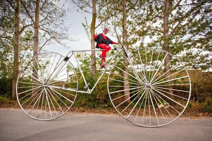 didi-senft-largest-rideable-bicycle_4560