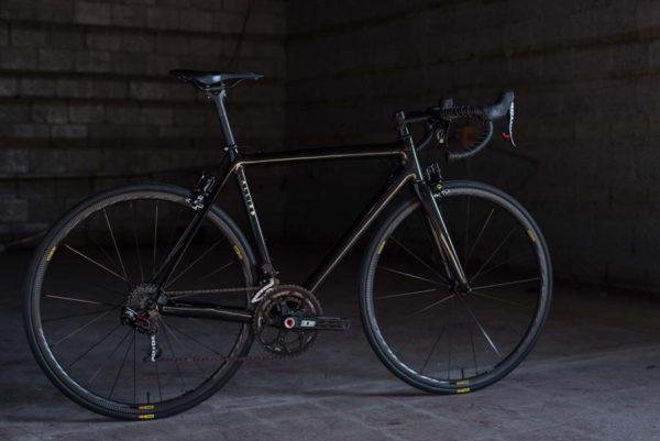 hia-velo-allied-cycles-echo-800g-custom-carbon-road-bike-7-600x401